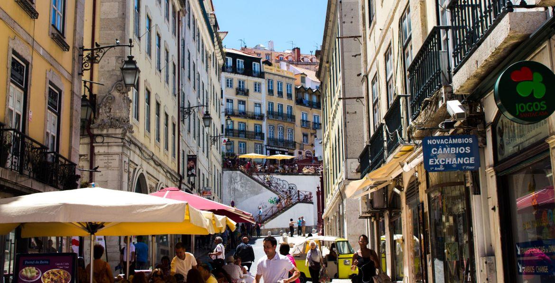 Gasse in Lissabon