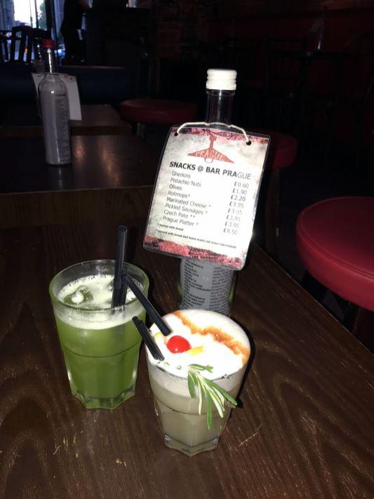 Cocktail in der Bar Prague, London