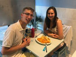 Karol und Janine mit Fish and Chips
