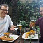 Robert und Gregor mit Fish and Chips