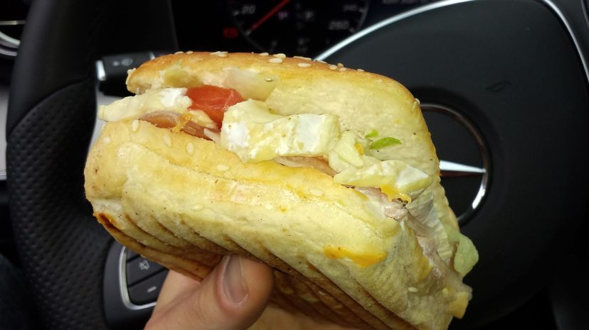Warmer Camembert-Burger in Frankreich