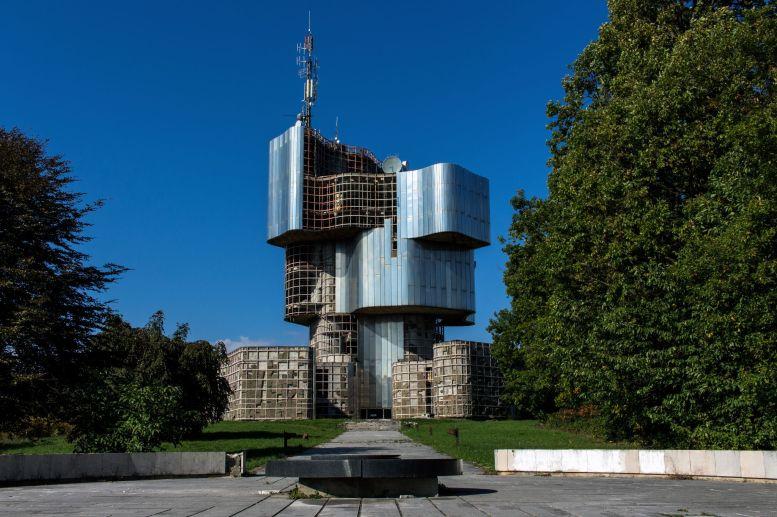 Platz mit Plakette Petrova Gora Spomenik