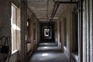 Gang im alten Krankenhaus von Ellis Island