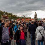 Menschenmasse beim Brückenschoppen Würzburg