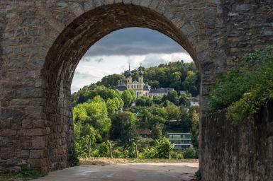 Torbogen in den Weinbergen der Festung Marienberg, Würzburg