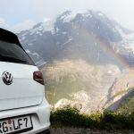 VW Golf 7 R vor dem Regenbogen