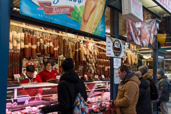 Wurststand in der Markthalle Budapest