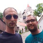 Matthias und Philipp an der Burg Pernštejn, Tschechien