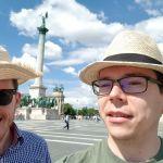 Team Strohhut am Heldenplatz in Budapest