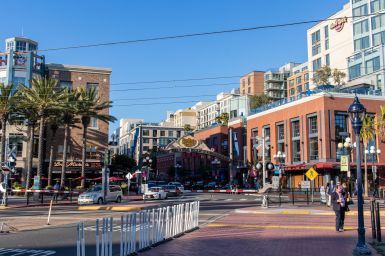 Eingang zum Historic Gaslamp Quarter in San Diego