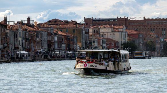 Vaporetto der Linie 2, Venedig