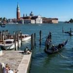 Gondeln in Venedig mit Blick auf San Giorgio