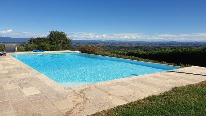 Infinity Pool in der Toskana