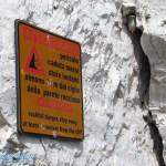 Warnschild an der Steilküste von Vieste