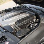 BMW 760i Motorraum mit Abdeckung