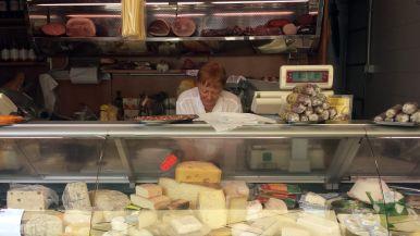 Käsestand auf dem San Cosimato Market