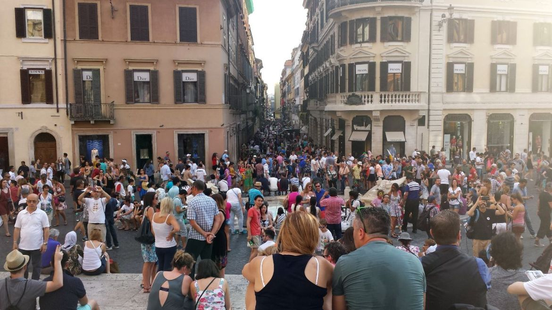 Menschenmenge am Piazza Espana, Rom