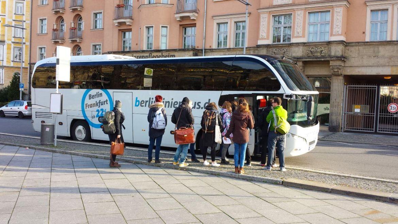 Einsteigen in den Bus