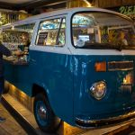 VW Bully Bar im Aussie Backpackers Pub Riga