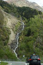 Kleiner Wasserfall in den Alpen