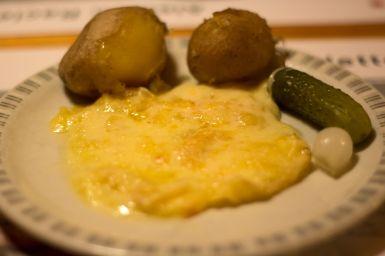 Portion Schweizer Raclette mit Kartoffeln