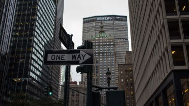 one-way-metlife-building-nyc