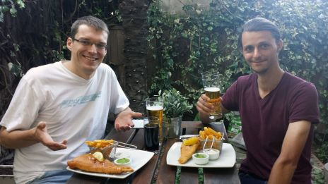 Robert und Gregor mit Fish and Chips
