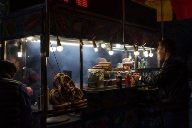 Bretzeln Nachts am Food Cart New York City
