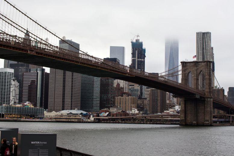 Brooklyn Bridge mit Blick auf Manhattan