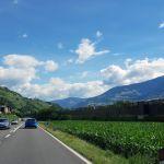 Landstraße in Südtirol bei Brixen