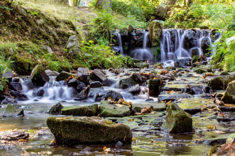 Kleiner Fluss im Bergpark Wilhelmshöhe, Kassel