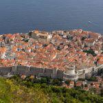 Stadtmauer von Dubrovnik von oben aus gesehen