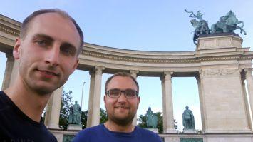 Team AllgäuRacing am Heldenplatz in Budapest