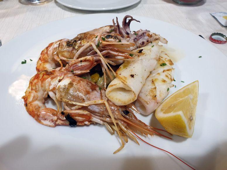 Meeresfrüchte vom Grill im Vecchia Pesa, Porto Santo Stefano